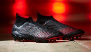 Fekete packkel kezdi az évet az Adidas és a Nike - Football Factor Blog eb8f7443f1
